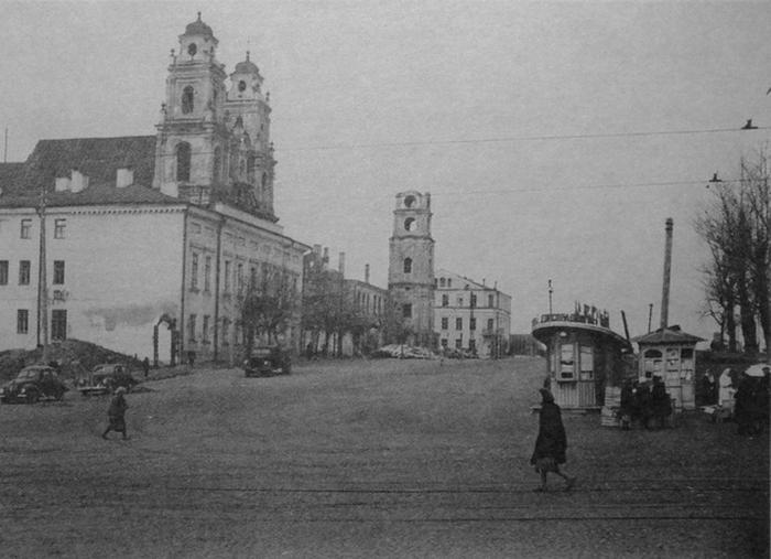 Фотография. Улица Ленина в Минске - 1949 год.  Это же самое место спустя 4 года...